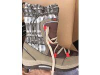 Brand new Jack Wolfskin girls snow boots, size 13