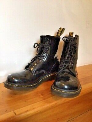 WOMENS DOC MARTENS 1460 W 9  Eyelet Black Patent Leather Boots Size US 9 UK 7