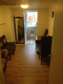 One bed flat,fully furnished all bills included, 4 min walk from Underground Station-235ppw