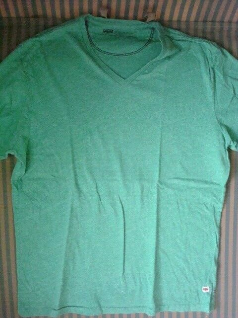 T-Shirt Herren LEVIS Gr. L grün