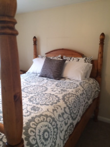 Beautiful queen, solid pine, bedroom set!