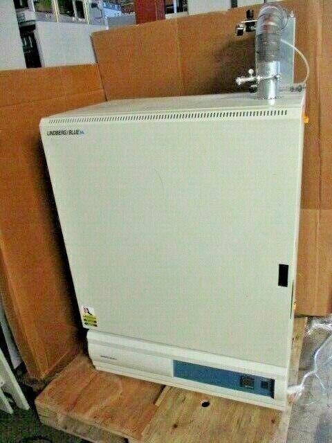 Lindberg/Blue M MO1450A Mechanical Oven 40-300°C In 24x22x16 Ex 46x34x23, 100436