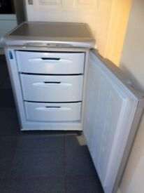 SILVER HOTPOINT ''FUTURE'' UNDER-COUNTER FREEZER IN GOOD WORKING CONDITION