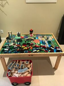 Nilo Wooden Train Table + many accessories