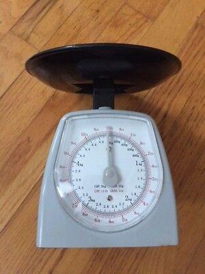 Vintage KITCHEN SCALE Gray & Black Nice Design 11lb / 5kg Analog Dial Measure