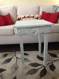 Restored Heart side table Kid Glove white with distressing