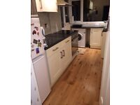 DOUBLE FURNISHED ROOM (ALL BILLS INC, CLOSE TO THE UNI/CITY CENTRE)