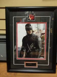 DAREDEVIL (CHARLIE COX) AUTOGRAPHED 8X10 CUSTOM FRAMED