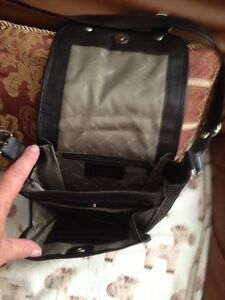 Black Leather Crossbody Cambridge Kitchener Area image 2