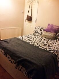 Room available in a superb house in Delhi street just off the Ormeua Road.