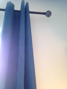 2 beaux Rideaux bleus avec leur tringle