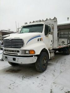2001 STERLING 9500 WITH 24' ALUMINUM DECK