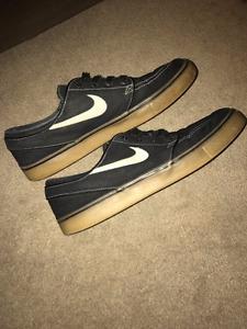 Black Stefan Janoski size 9.5 shoes