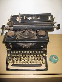 Vintage Imperial Typewriter in good condition includes ribbon