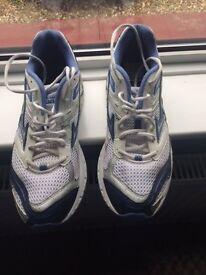 Mizuno mens running shoes size 9