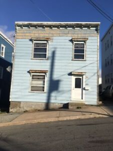 113 Metcalf St - Large Flat- 2BR Plus Den ,North, Parking™