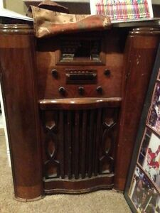 OFFERS-antique radio short wave collectible wood cabinet rare