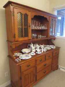 Vaisellier en érable massif /// Solid maple buffet and hutch