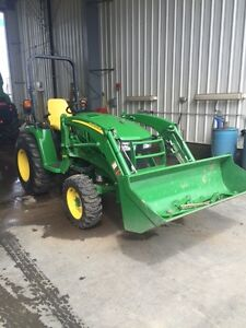 JOHN DEERE 3039R PREMIUM TRACTOR WITH LOADER ONLY 19 HOURS