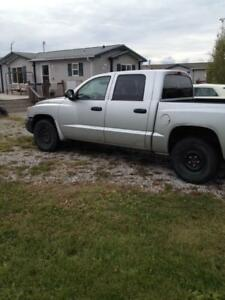 2005 DODGE DAKOTA 4 DOOR /4X4 PICKUP SLT