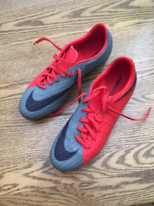 Women's sport cleated shoes