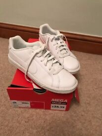 Nike trainers - white - size 7