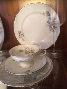 Just in Time for Christmas - Fancy China - 8 pcs place setting