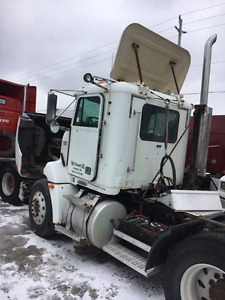 1998 Freightliner FLD 112 Parting out
