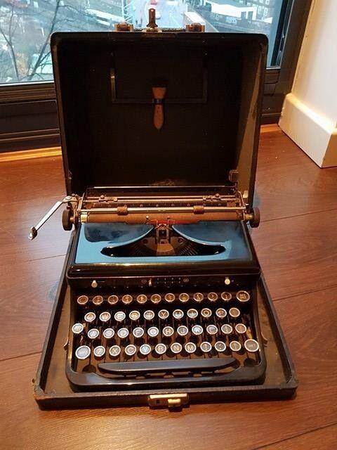Vintage Royal Portable Typewriter Part - 46: Vintage Royal Portable Typewriter With Case