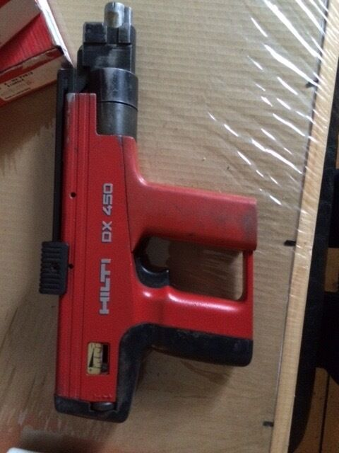 Hilti DX 450 Nailgun With Nails And Cartridges