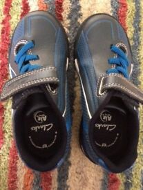 CLARKS BOYS AIR SPRUNG TRAINERS 8G - EXCELLENT CONDITION