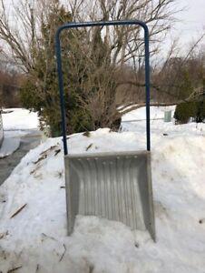 Large snow scoop