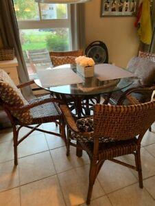 Table et chaises rotin