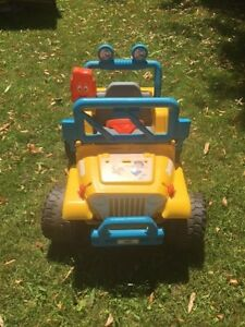 Go Diego Jeep Wrangler 4x4 Kids Ride On Power Wheels Car ATV Pic West Island Greater Montréal image 2