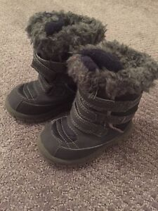 Gap Baby boots size 6