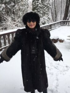 manteau de vison noir presque neuf