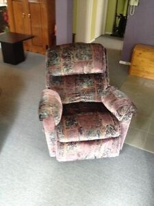 Fauteuil bercant et inclinable.
