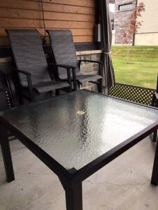 Ensemble patio table carrée + 4 chaises