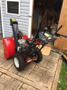 "Snowblower...28"", Briggs & Stratton, excellent condition"