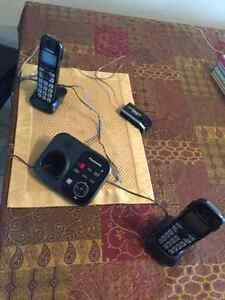 Panasonic phone duo (base + extra phone for spare room)