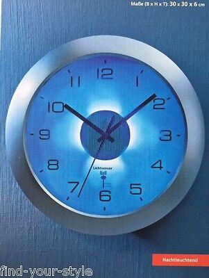 Funk Wanduhr Beleuchtung Licht Wand Uhr Funkuhr Sensor beleuchtet Zifferblatt