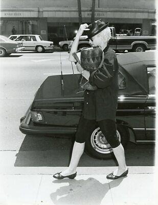 MADONNA SHOPPING IN BEVERLY HILLS ORIGINAL 1986 PRESS PHOTO