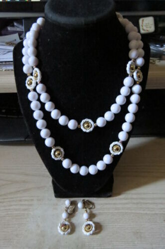 BEAUTIFUL VINTAGE WHITE  BEADED WT GOLD BEAD ACCENTS NECKLACE & EARRING SET