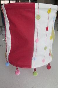 Suspension avec abat-jour en tissu coloré