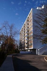 Central Oakville Large 2 Bedroom with Indoor Parking