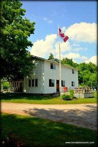 "5 bdr Cottage ""Settler's Lodge"" in Loring Ontario"