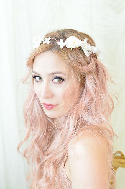 Der Bohemian-Style gelingt mit langem, aber auch mit kurzem Haar. (Bilder: Faylyne | CC BY-ND 2.0)