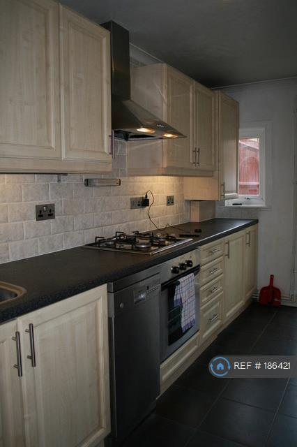 1 bedroom flat in Shrubland Road, London, E8 (1 bed)