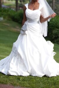 Pre-owned Sophia Tolli Bridal Gown