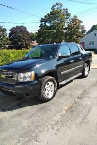 2012 Chevrolet Avalanche - Excellent Condition! 4x4 at it's best